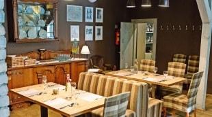 poilsis-anyksciuose-nykscio-namai-restoranas-stalas-9248