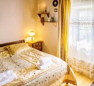 poilsis-pakruojo-dvare-kambarys-baldai-14218